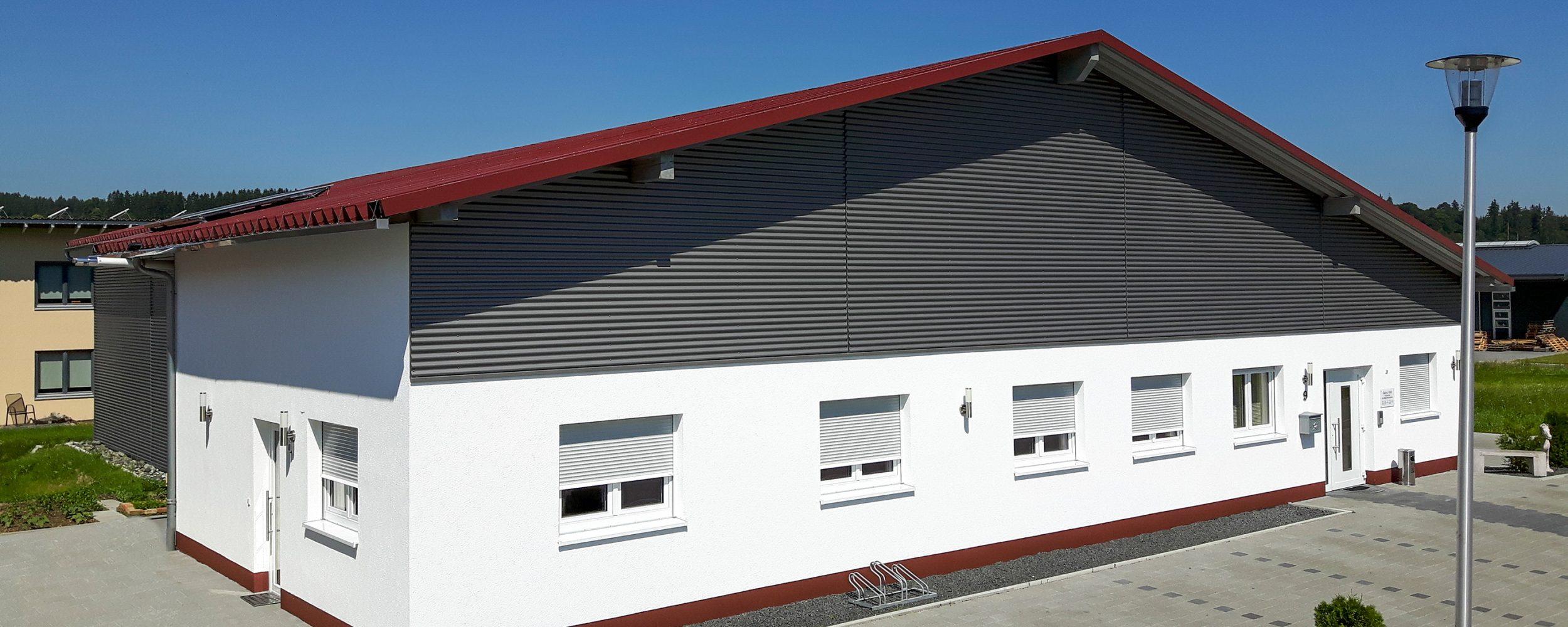 Wohnhaus mit eigener Maschinenhalle  - Schwabenhalle